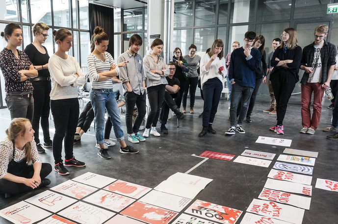 Students from HfG Karlsruhe and HfK Bremen during a joint printmaking workshop in the Communication Design department
